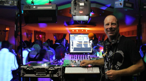Mobile Disco Chelmsford Essex. Party DJ and Wedding DJ